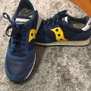 Selling my Saucony xt600
